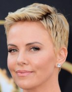 Short Hairstyles For Round Faces 2018 23