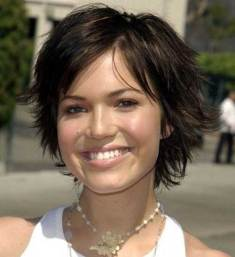 Short Hairstyles For Round Faces 33