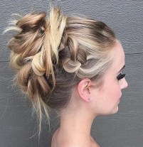 16 Messy Prom Hairstyle For Long Hair