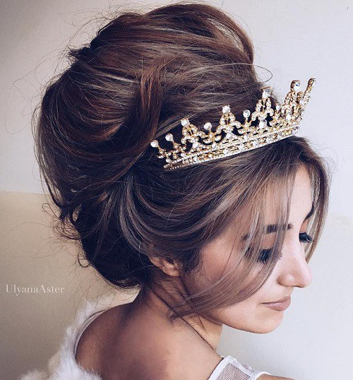 18 Messy Beehive Wedding Updo With Tiara