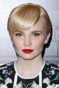 6 Classic Blonde Pixie Hairstyle With Side Swept Bangs