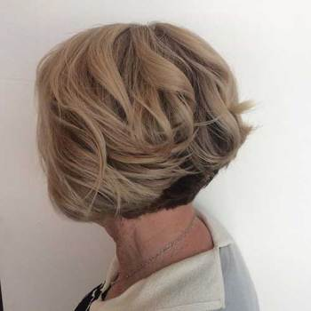 Short Haircut For Older Women 1