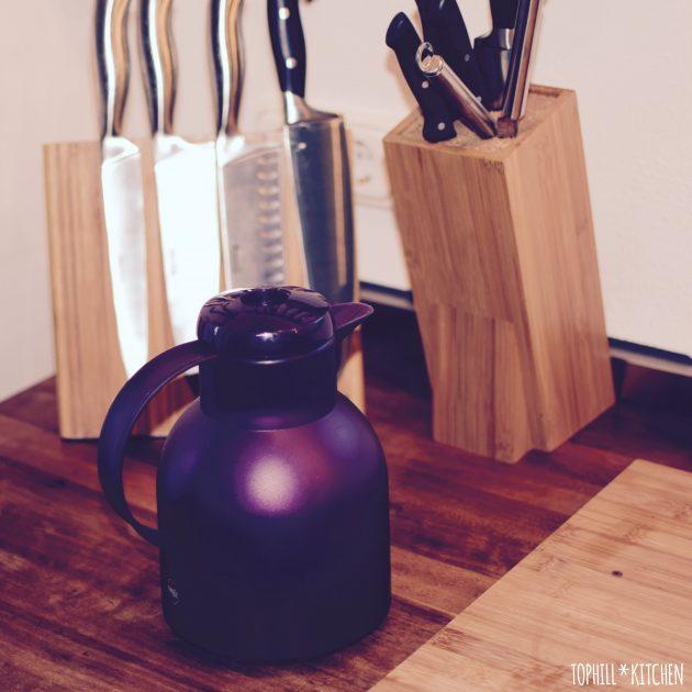 Teekanne in Ultraviolett