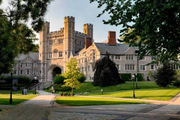 休斯顿一名学生同时获得22所著名大学录取通知
