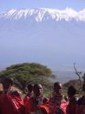 Photo de famille devant le Kilimandjaro © Topich