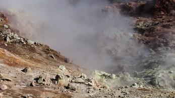 Seule face au tsunami volcanique