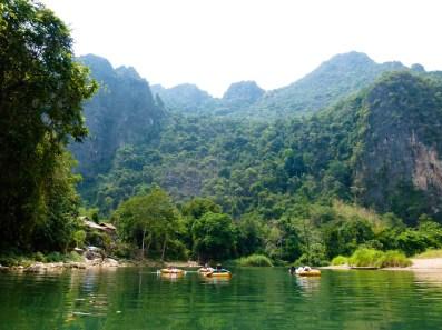 Descente de Vang Vieng en tubing (bouées)