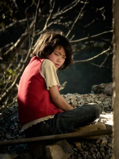 Ce jeune casseur de pierres venait de viser à côté... © Sandy