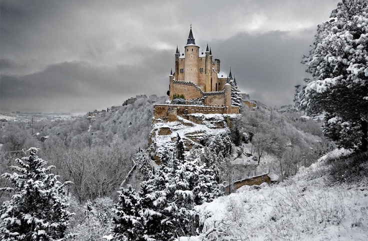alcazar-castle-of-segovia-spain