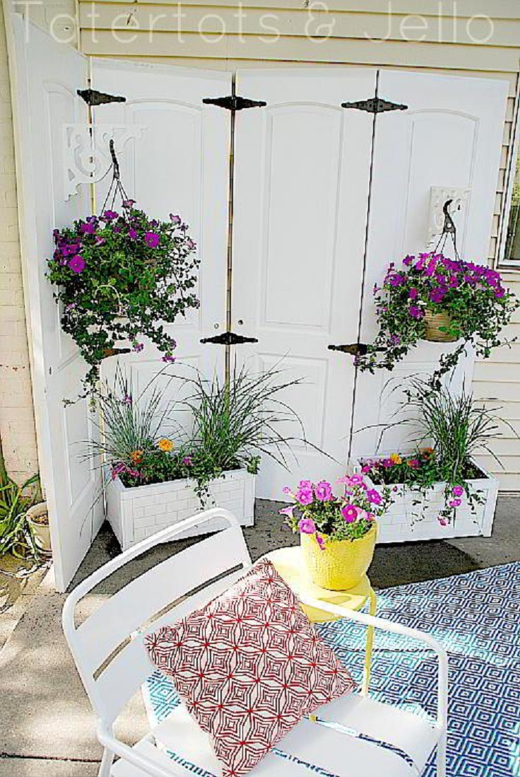 Outdoor-Privacy-Screen-from-Old-Closet-Doors