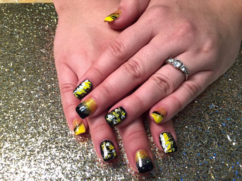Busy Bee, nail art designs by Top Nails, Clarksville TN.   Top Nails