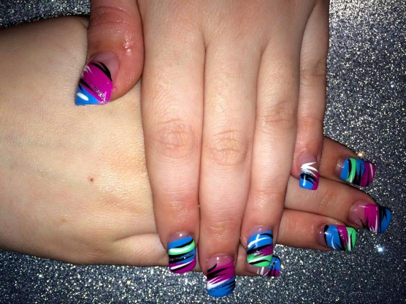Choice of Bright blue/bright pink/bright green angled or halved tip, with black/white/sparkly tiger stripes.
