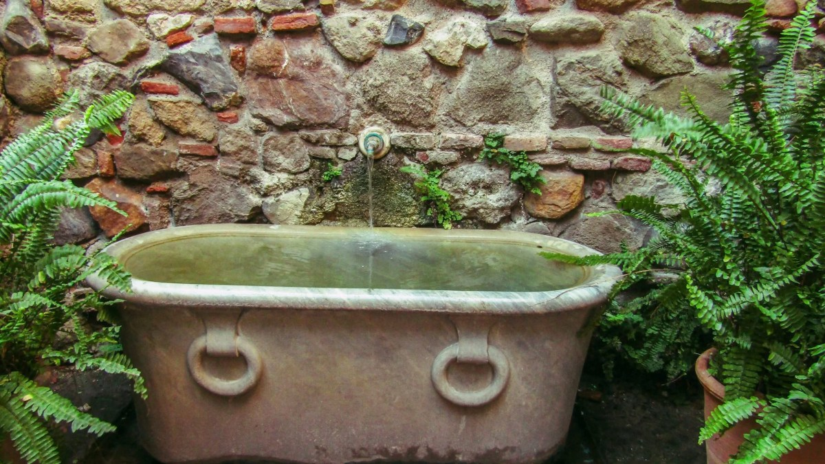 Best Bathtub Wall Surround (Reviews & Buying Guide)