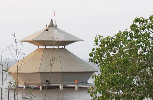 Когда именно это произошло — точно не известно. Говорят, что храм был заложен около 150 лет назад, хотя по индийскому преданию «великие мудрецы Бхригу, Капила и Нарада молились здесь в течение тысяч лет».