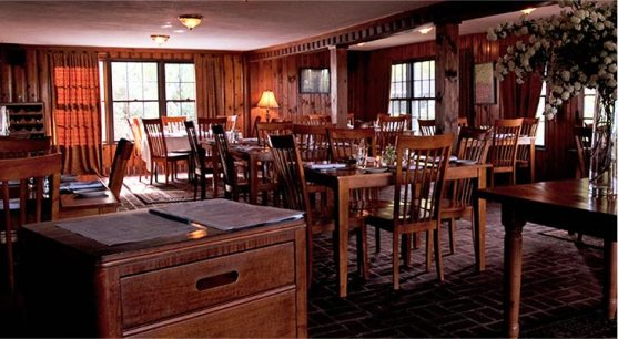Dining Room at Top of the World Golf Resort & Restaurant in Lake George