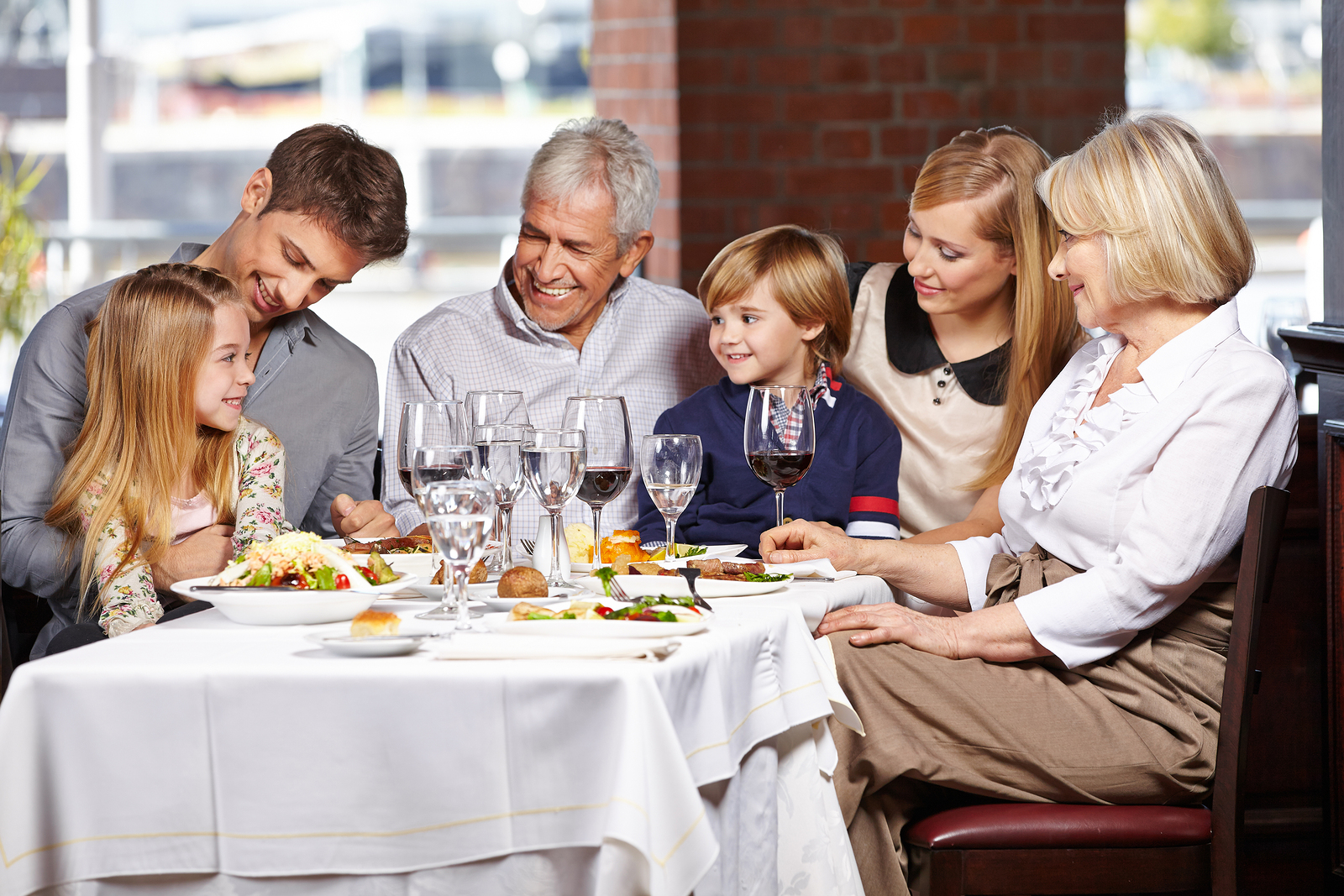Dining Out With Kids 8 Tricks To Make It Seem Like A