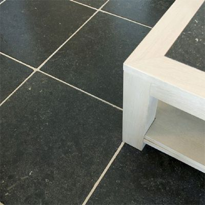 tegels in natuursteen onderhouden met de producten van Lithofin