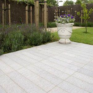 terras in grijze graniet strips in oude frijnslag