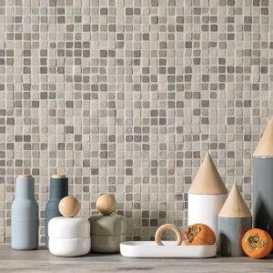 Extra kleine keramische mozaiek. Super makkelijk in onderhoud.
