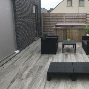 grijze keramische tegels als terras