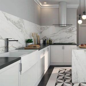 Zwart wit keukentegels in marmerlook in combinatie met patroontegels