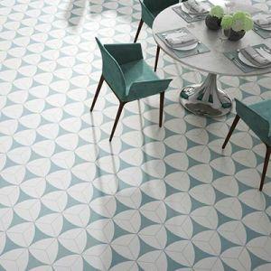 Zeshoekige tegels met een groen rond patroon.
