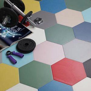 Zeshoekige vloertegels in effen kleuren. Wij stellen je meer dan 20 verschillende effen kleuren voor. zoals blauwe hexagon tegels voor als groene zeshoekige vloertegels.