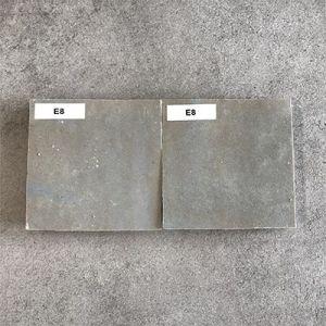 Greige kleitegels in formaat 10x10cm.