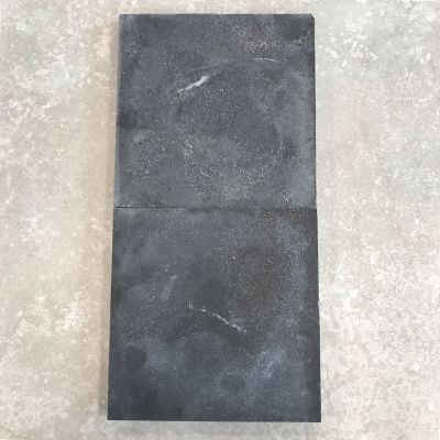 tegel outlet van Top Tegel 04: jinin stone recht gezaagd 20x20cm.