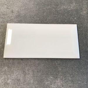 Licht grijze biselado tegels te koop bij Top Tegel 04 tussen Ieper en Kortrijk.
