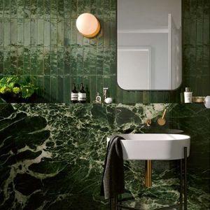 Groene XXL marmer tegels in de badkamer