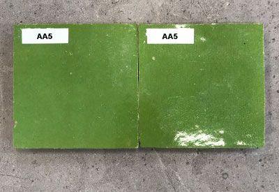 Solden in zelliges AA5 fel groen bij Top Tegel 04 in West Vlaanderen