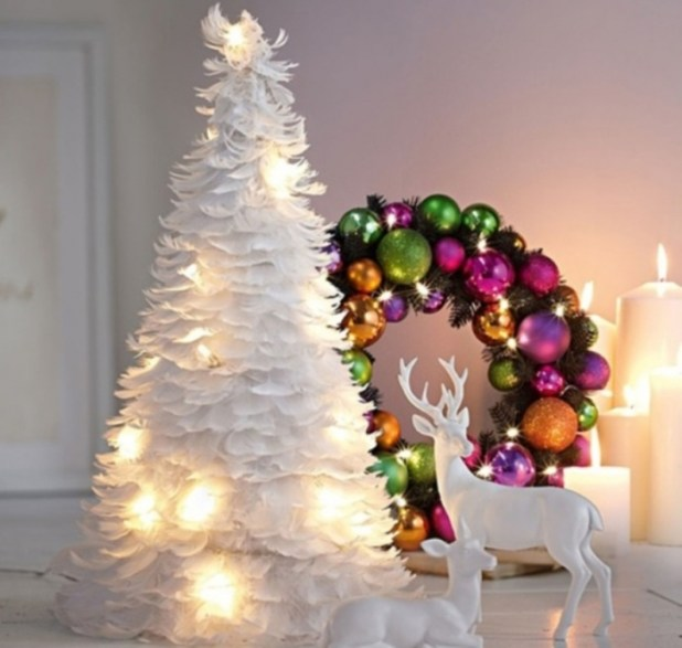 Fanciful-White-Feathers-Christmas-Tree-3