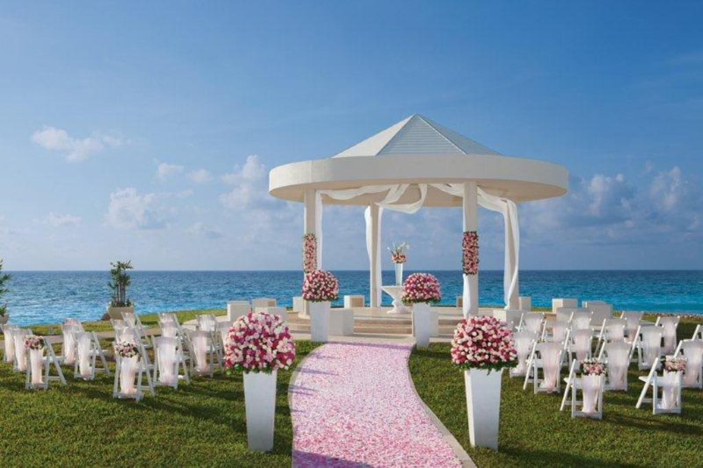 Top 10 Exotic Wedding Abroad Locations 2015