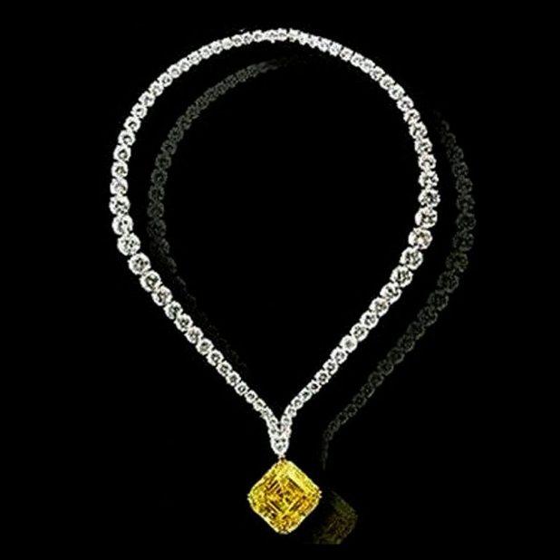 levievs-vivid-yellow-diamond-pendant1