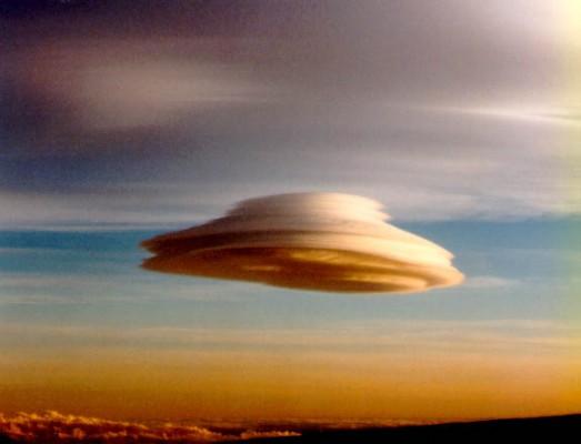 Lenticular Cloud 523x400