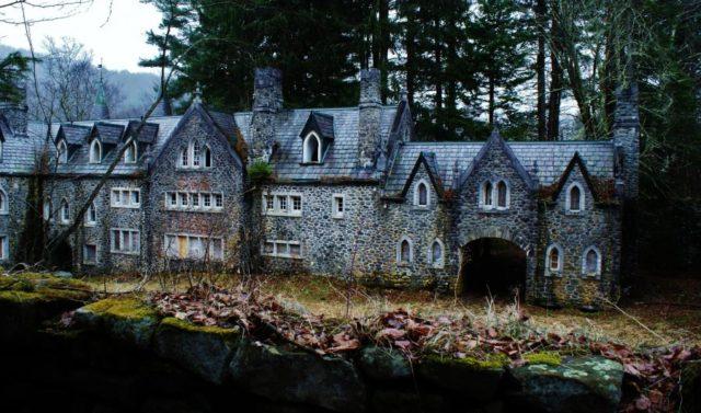 hauntedcastles1
