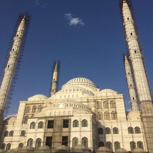 Jameh Mosque of Makki - Area (m2): 33,000