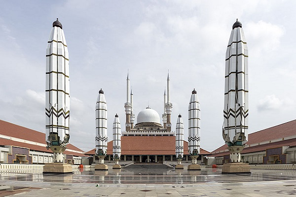 Great Mosque of Central Java - Area (m2): 130,000