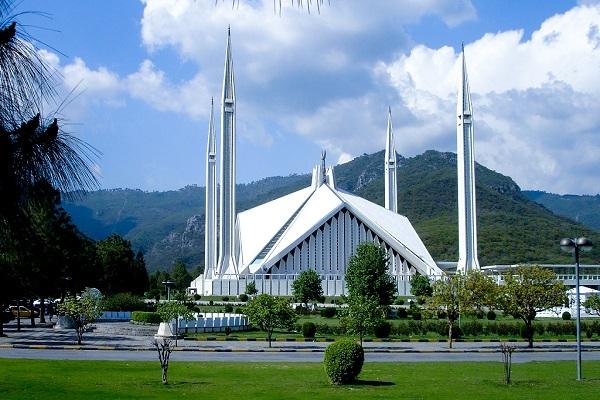 Faisal Mosque - Area (m2): 130,000