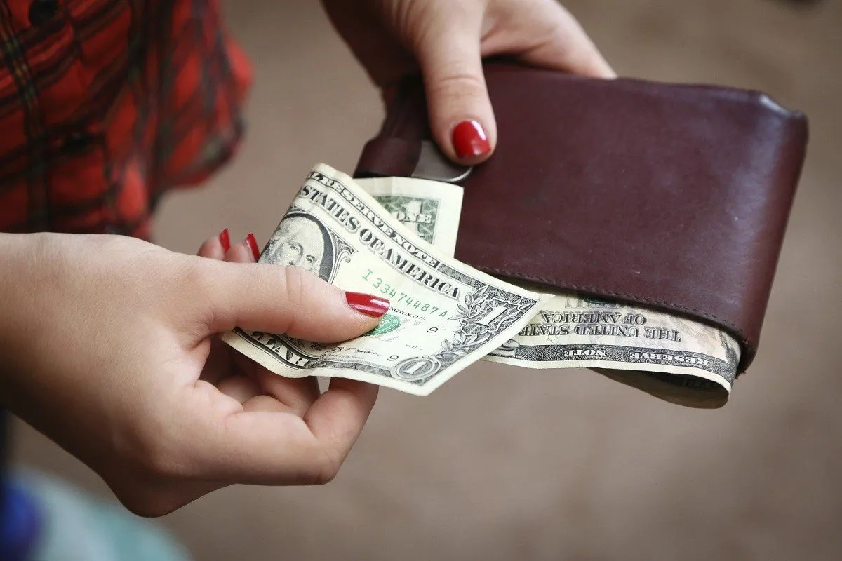 4 Ways to Earn Extra Money While Still in College -