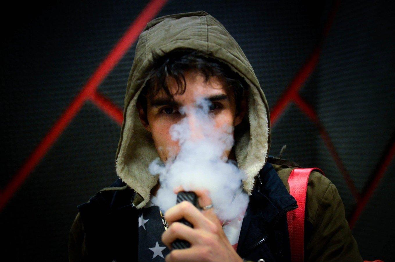 Vaping THC Vape Juice Vs Smoking Weeds - Nicotine