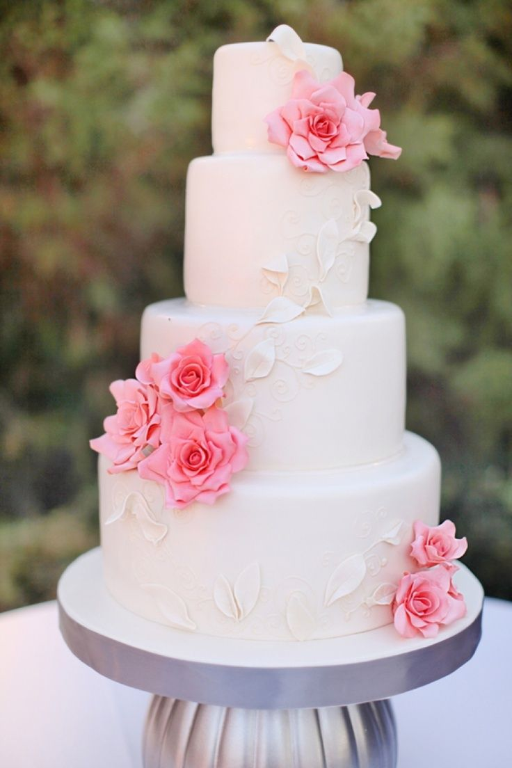 27 Pretty Pink Wedding Cakes We Adore
