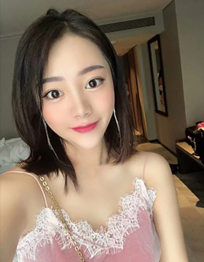 Jing Jing - Shanghai Escort 1