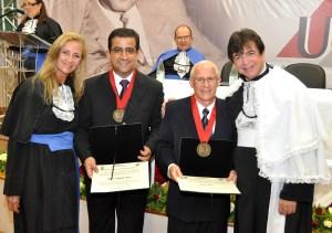 Edna Martin (diretora da Faculdade de Educação Física), Wadson Ribeiro (ex-secretário do Ministério dos Esportes) e reitor Henrique Duque. Foto: Alexandre Dornelas/UFJF