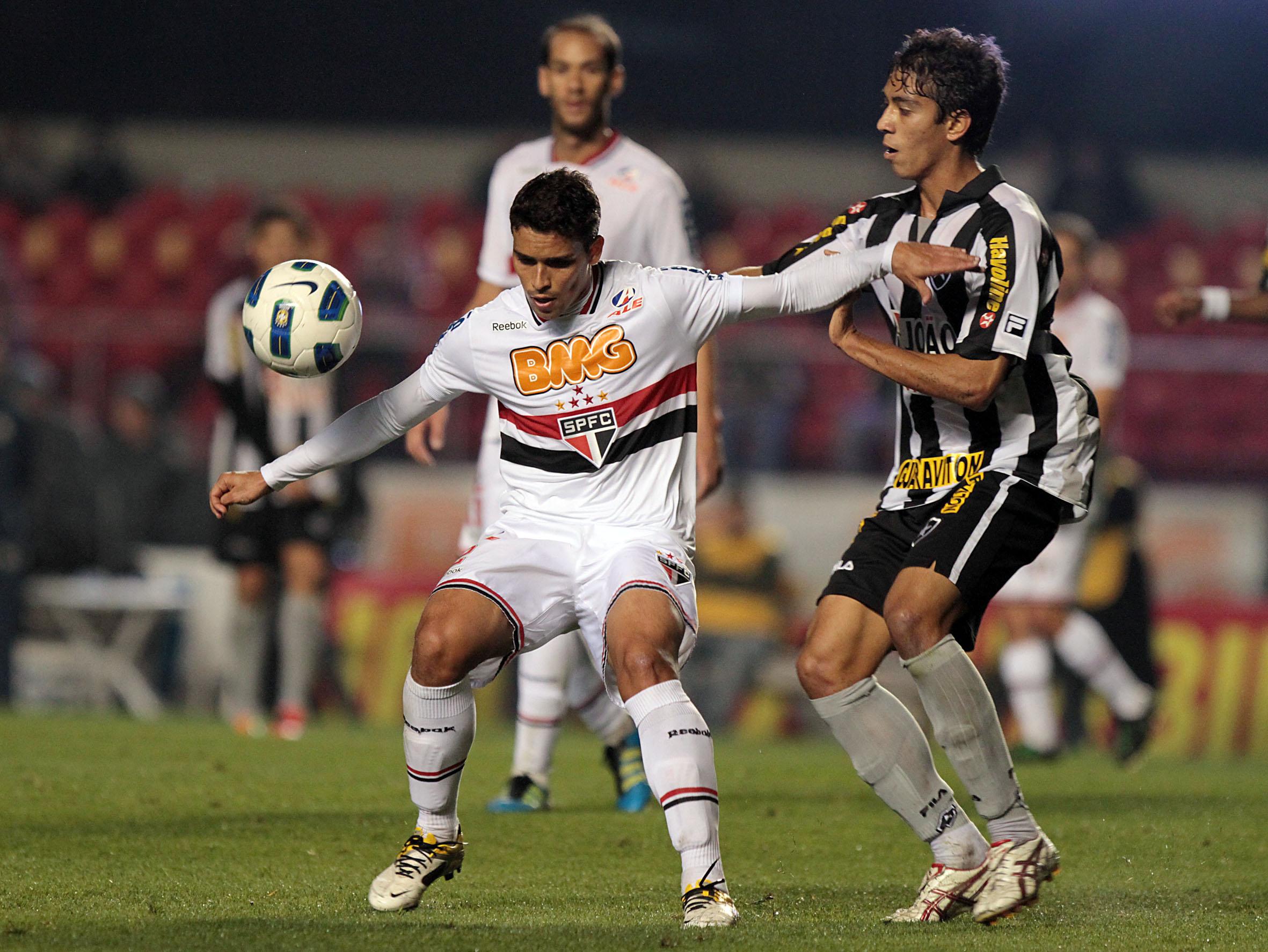 Ronaldinho brilha, Fogo vence, Corinthians lidera e Renato Gaúcho cai