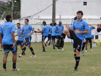 Tupi: profissional volta aos treinos, júnior goleia