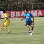 Tupi (de amarelo) empatou com o time B do Cruzeiro na Toca da Raposa em jogo-treino