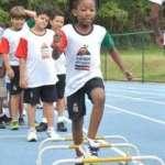 Crianças que residem próximas à UFJF no primeiro dia do Training Camp, sábado