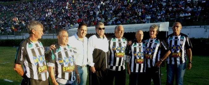 """Homenagem aos """"fantasmas do Mineirão"""" prestada no intervalo de Tupi x Cruzeiro, no Campeonato Mineiro"""